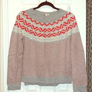 Gap sweater with design.